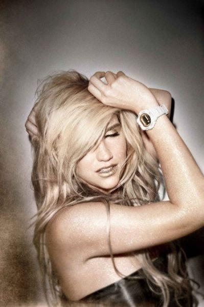 Piosenkarka Ke$ha w kampanii reklamowej zegarków marki Casio Baby G