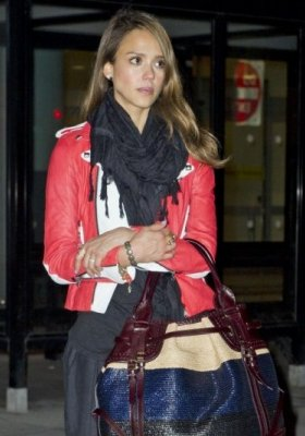JESSICA ALBA I JEJ IT BAG MARKI BURBERRY