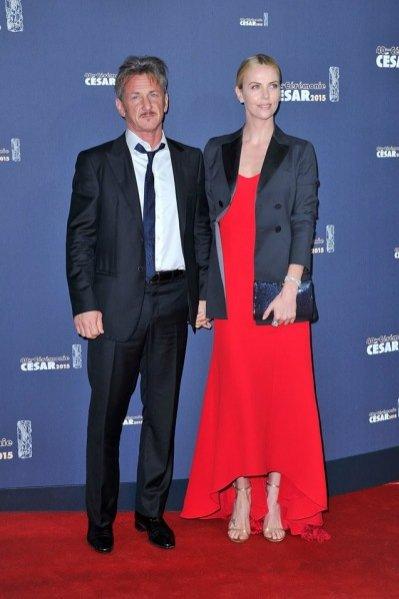 1. Stylizacje gwiazd na gali rozdania Oscarów 2015 - Charlize Theron i Sean Penn
