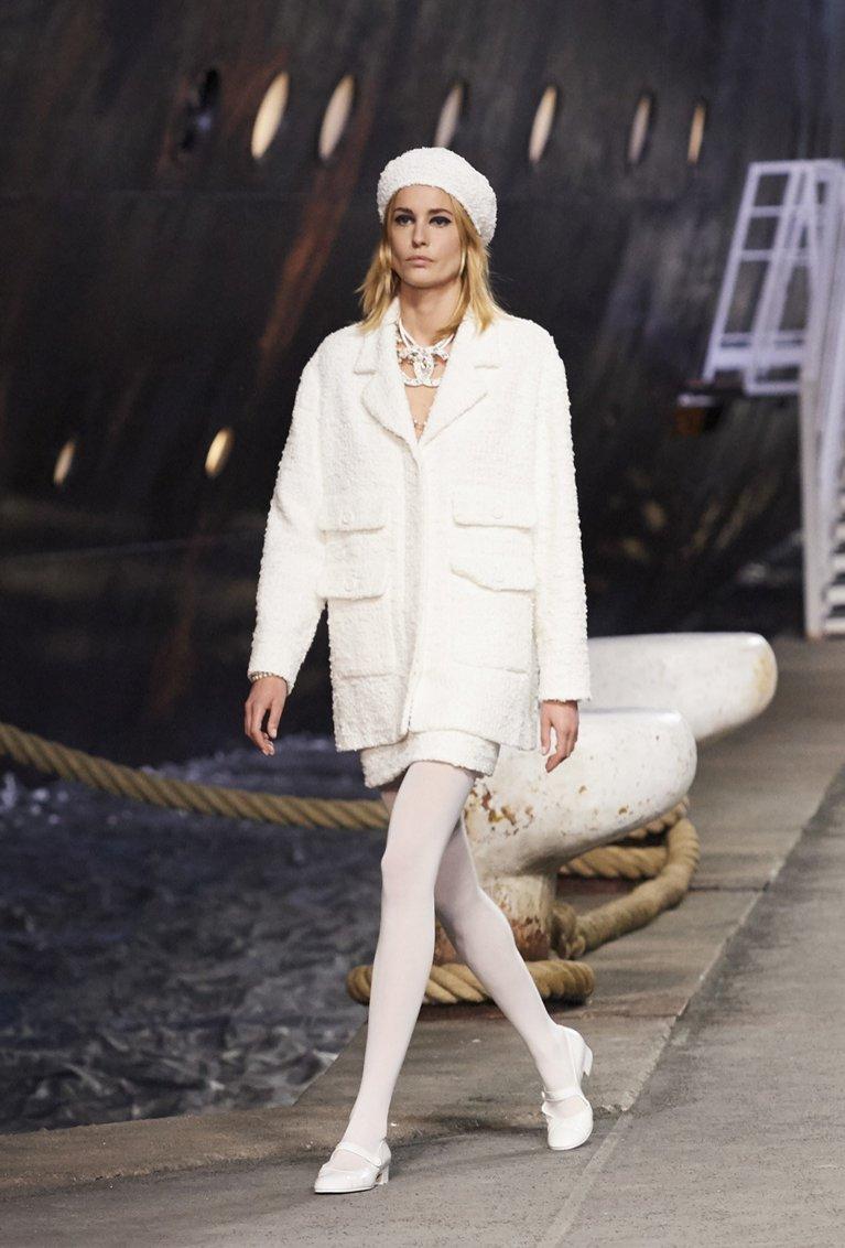 Biały total look Chanel resort 2019