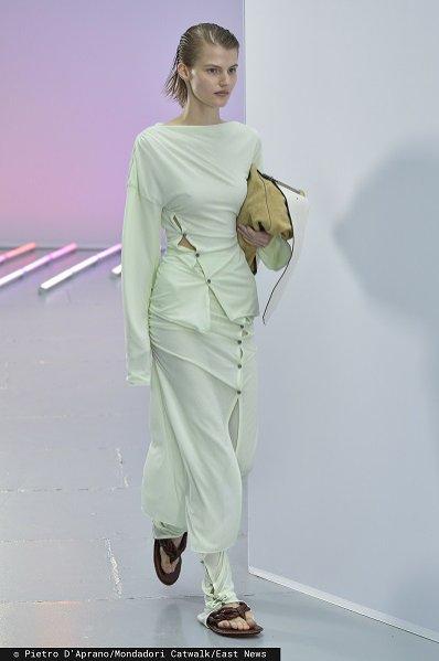 Pastelowa sukienka, Acne