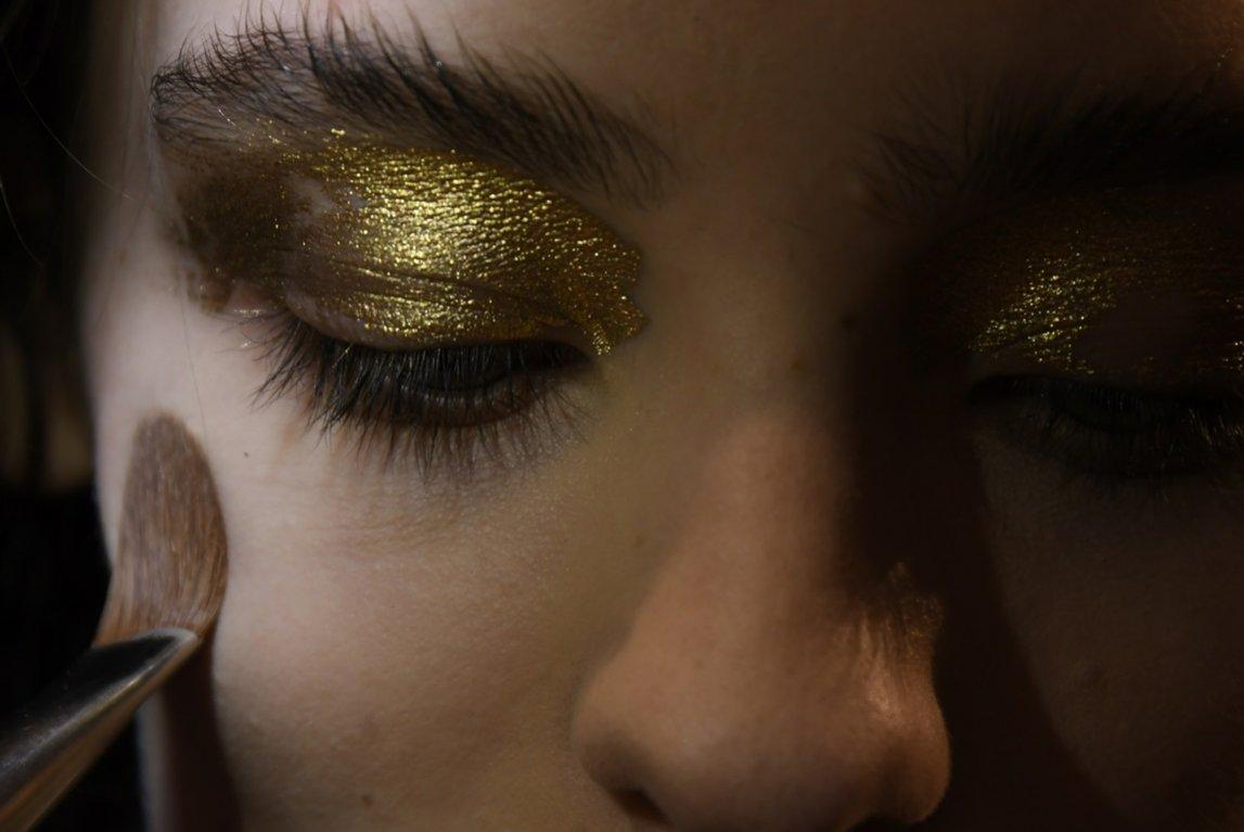 Złoty makijaż oka