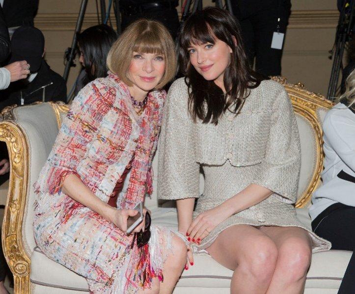 1. Anna Wintour, Dakota Johnson/Pokaz Chanel Metiers d'Art - New York