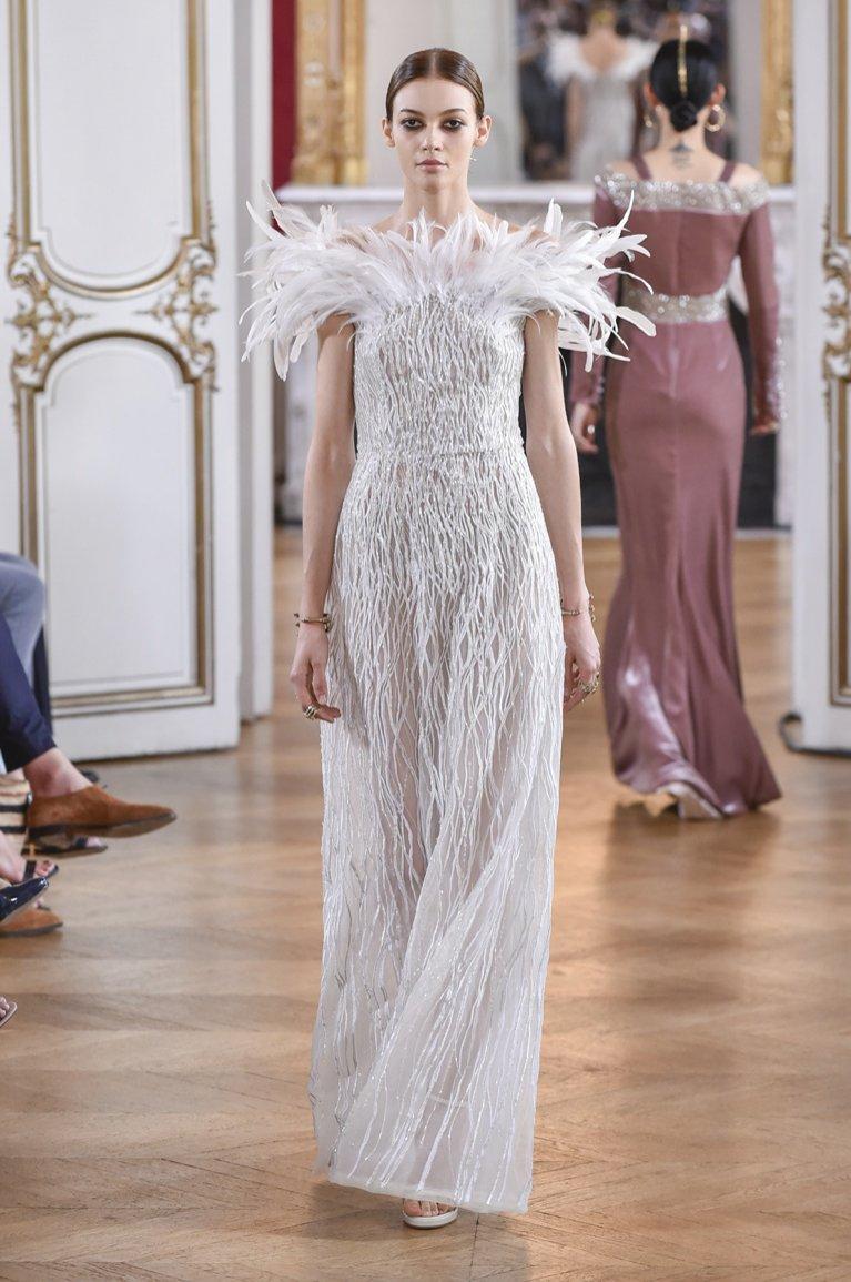 Suknia ślubna z pierzastym dekoltem Antonio Grimaldi