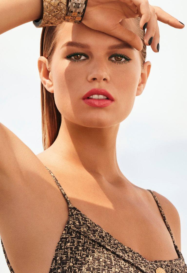 Anna Ewers - ambasadorka CHANEL Makeup Cruise 2017