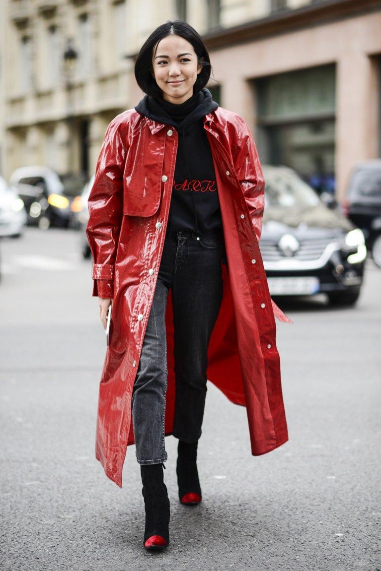 Czerwony lateksowy płaszcz