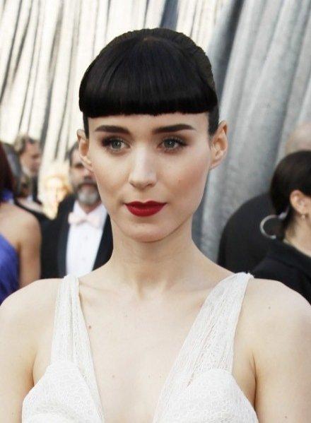 makijaż i fryzura Rooney Mara podczas gali wręczenia Oscarów