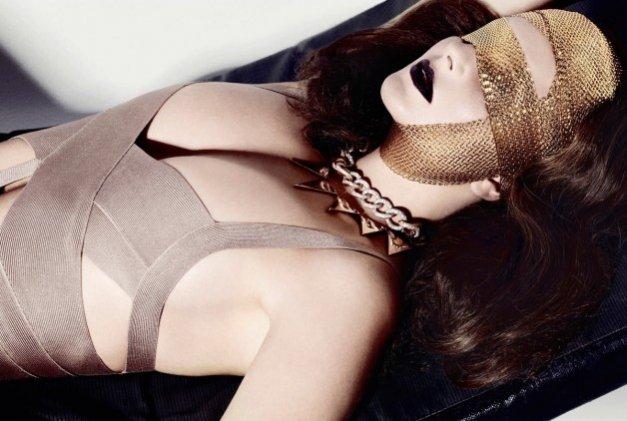 Eniko Mihalik w sesji beauty dla październikowego Flair Italy