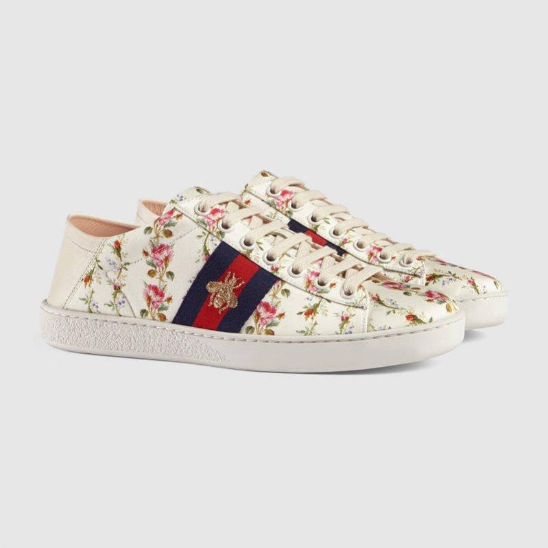 Sneakersy w kwiaty Gucci (2040 zł)