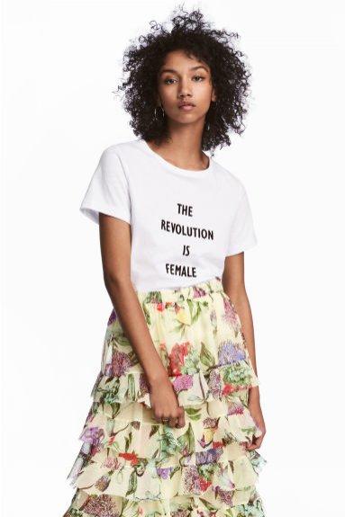 T-shirt z napisem H&M (79,90 zł)