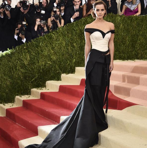 Emma Watson w kreacji Calvin Klein (MET Gala 2016)