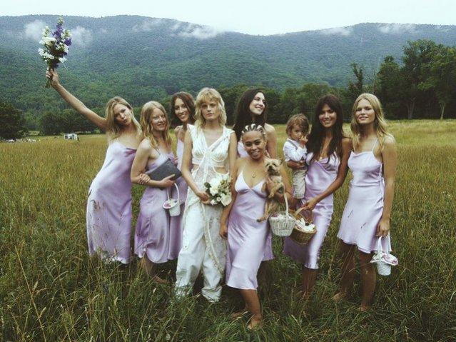 Przyjaciółki Hanne na ślubie