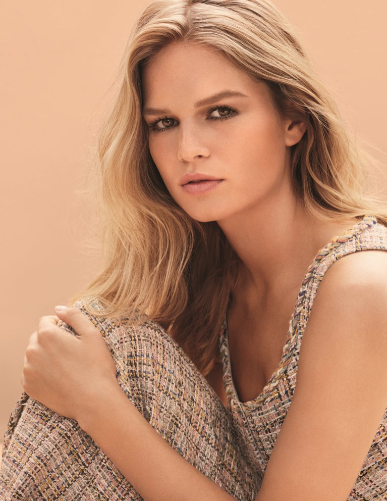 CHANEL nude make-up - Anna Ewers