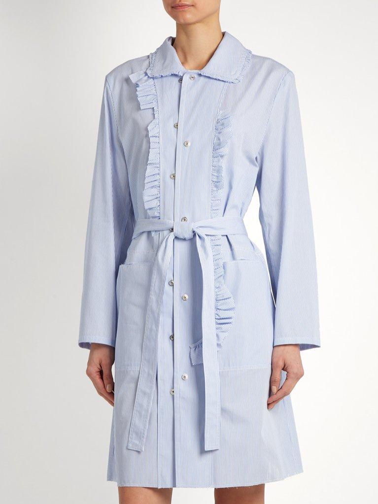 Sukienka w drobne paski Maison Margiela / Matchesfashion (5205 zł)