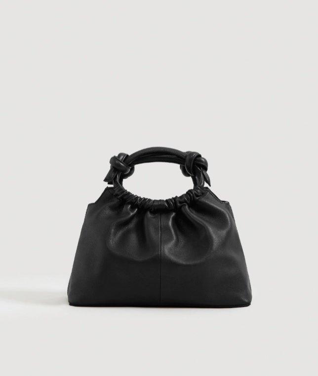 Czarna torebka z marszczonej skóry Mango, 269,90 zł