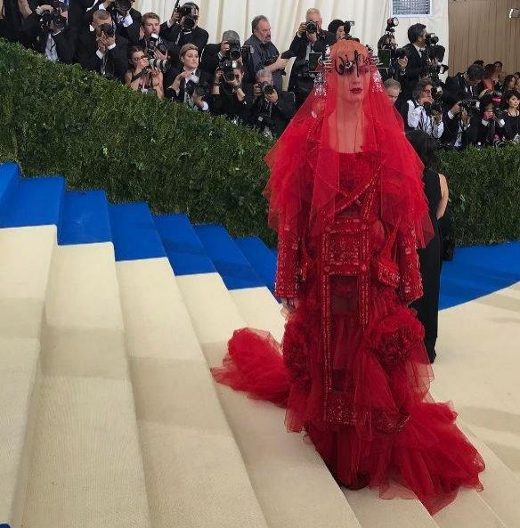 Katy Perry w kreacji Maison Margiela