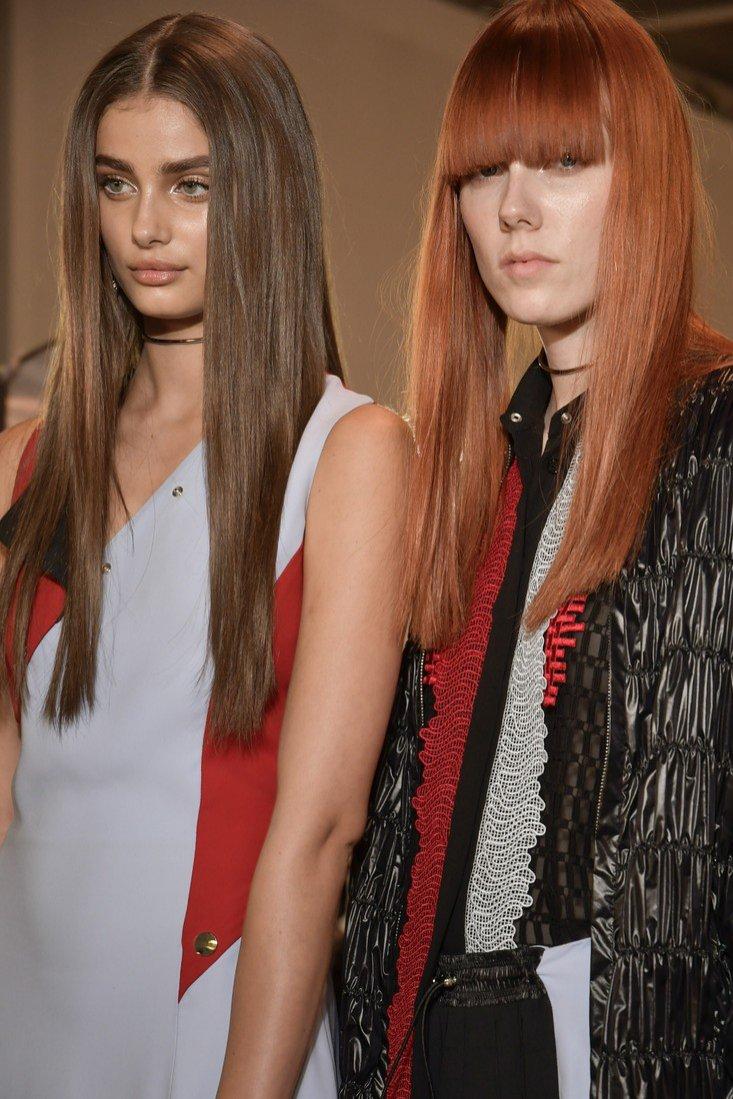 Włosy długie i proste