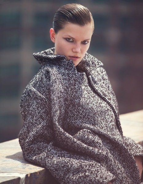 Kasia Struss w sierpniowym Vogue Thailand