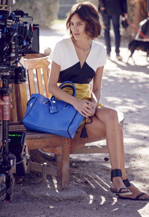 1. Alexa Chung w kampanii Longchamp na sezon wiosna lato 2016