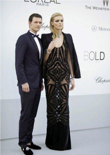 Sasha Knezevic i Anja Rubik na gali amfAR w Cannes