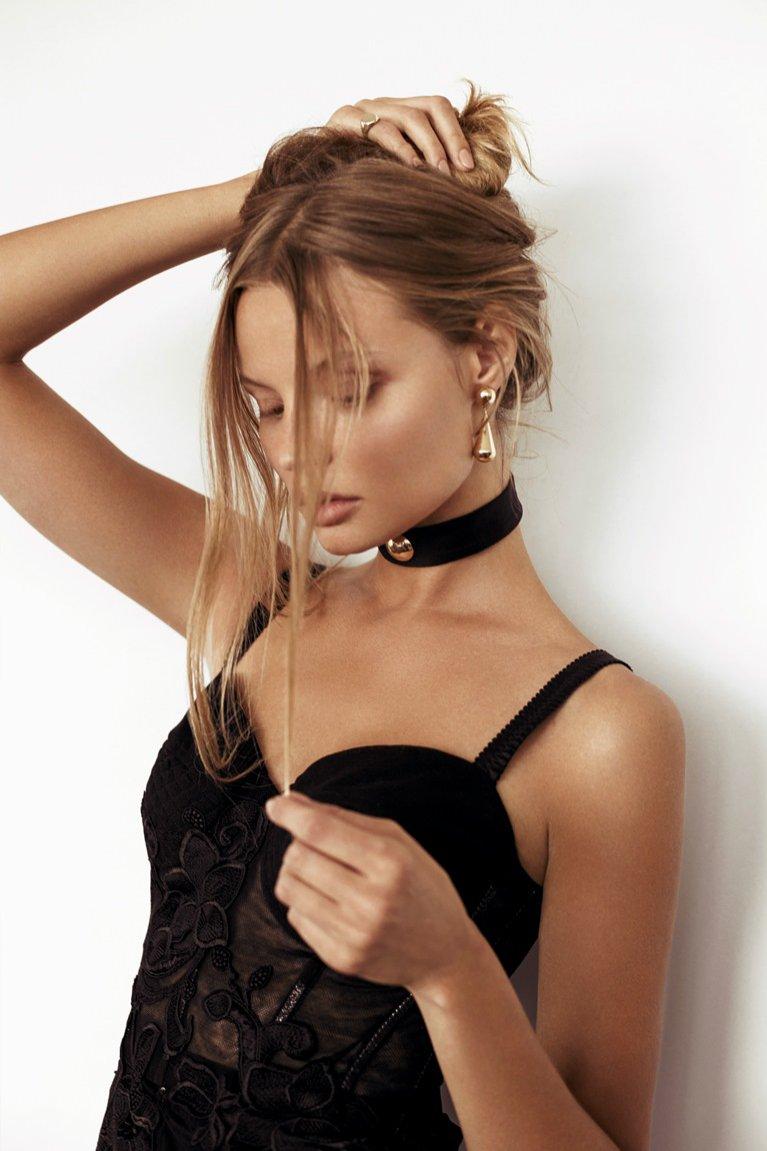 1. Magdalena Frackowiak Jewelry (choker)
