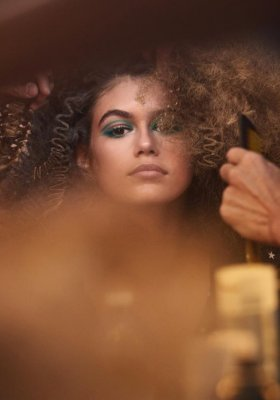 KAIA GERBER BOHATERKĄ VIDEO KAMPANII MARC JACOBS BEAUTY