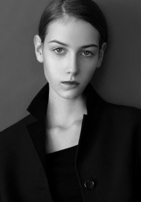 ZUZANNA WUDARSKA – NEW FACE AGENCJI NEW AGE MODELS