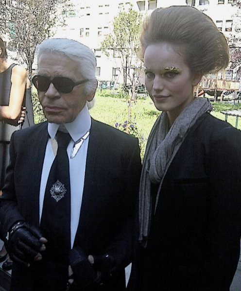 Karolina Wąż i Karl Lagerfeld na backstage'u pokazu Fendi