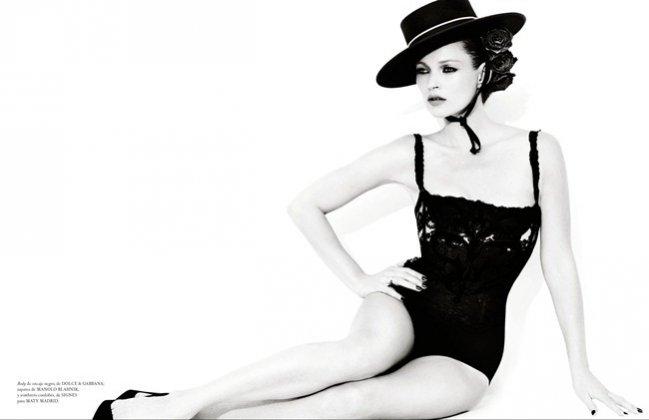 Kate Moss w obiektywie Mario Testino w grudniowym Vogue España