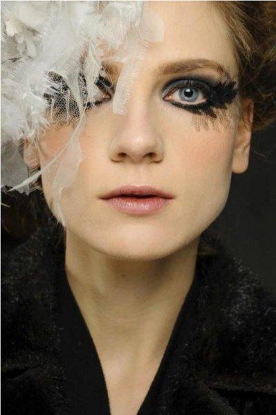 Maria Loks za kulisami pokazu Chanel haute couture 2013