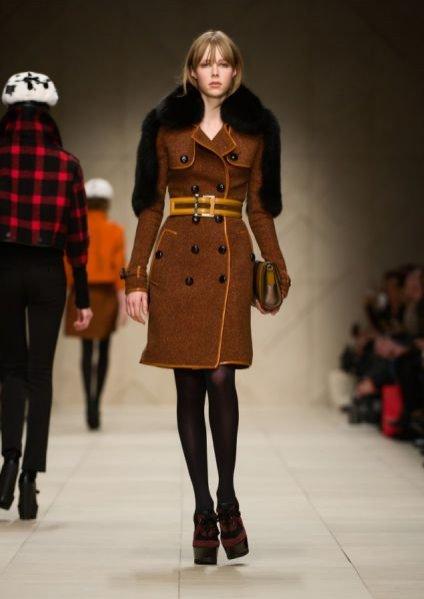 modelka Edie Campbell na pokazie Burberry Prorsum AW2011/12