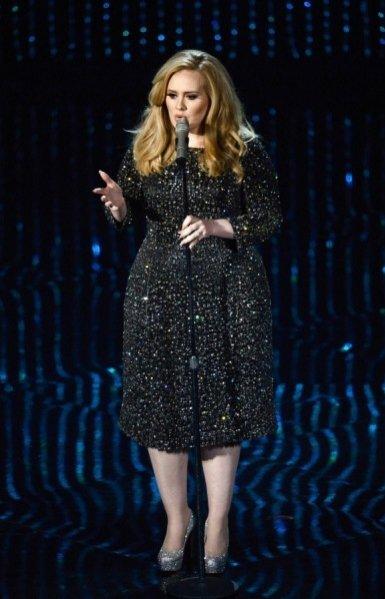 Adele w kreacji Burberry podczas rozdania Oscarów 2013