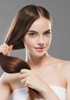 Lśniące włosy: zabiegi i kosmetyki, które naprawdę działają