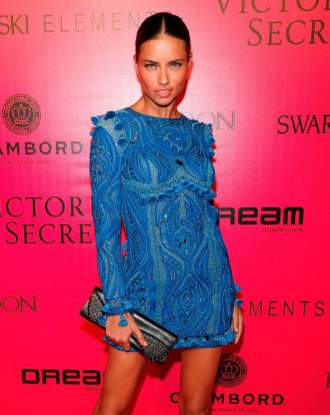 Adriana Lima na after party po pokazie Victoria's Secret