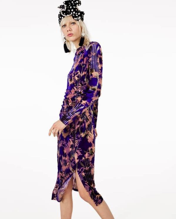 Aksamitna sukienka midi w kolorowe wzory, Zara, 139 pln
