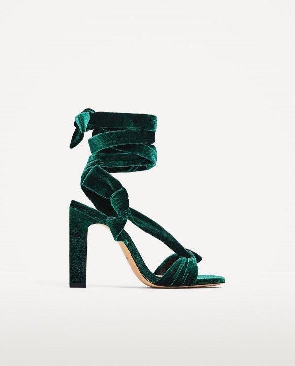 Aksamitne sandały na obcasie, Zara 139 PLN