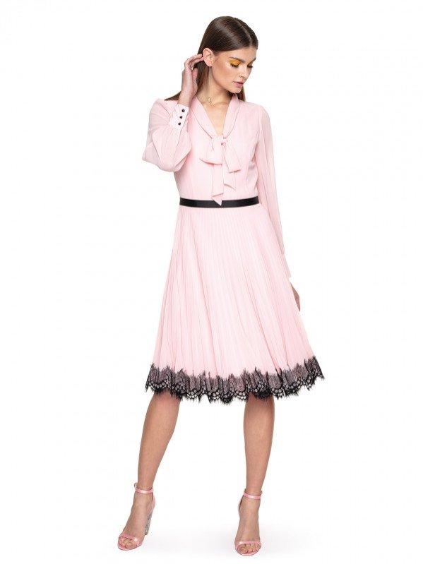 Pudrowa sukienka z wiązaniem rozszerzana ku dołowi, L`AF, 765 pln