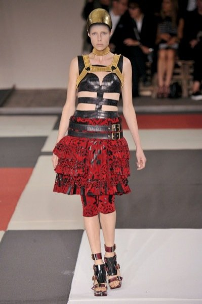1. Alexander McQueen - kolekcja wiosna lato 2014