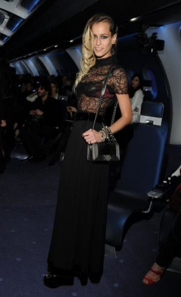 Alice Dellal na pokazie Chanel haute couture jesień zima 2012