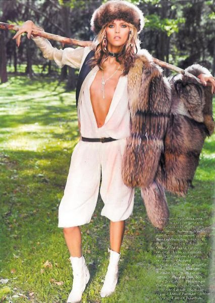 Anja Rubik w sesji Hippie Living dla Vogue Paris