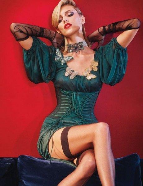 1. Anja Rubik i Daria Strokous w sesji dla wrześniowego W Magazine