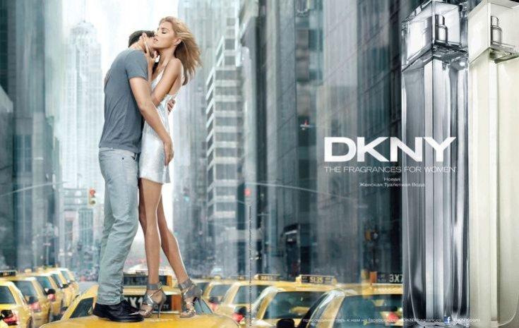 Anja Rubik i Sasha Knezevic w kampanii zapachu DKNY Women Energizing (2011)