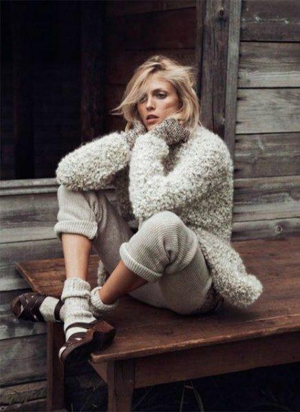 """1. Anja Rubik w sesji """"Into the wild"""" dla październikowego wydania Vogue Paris"""