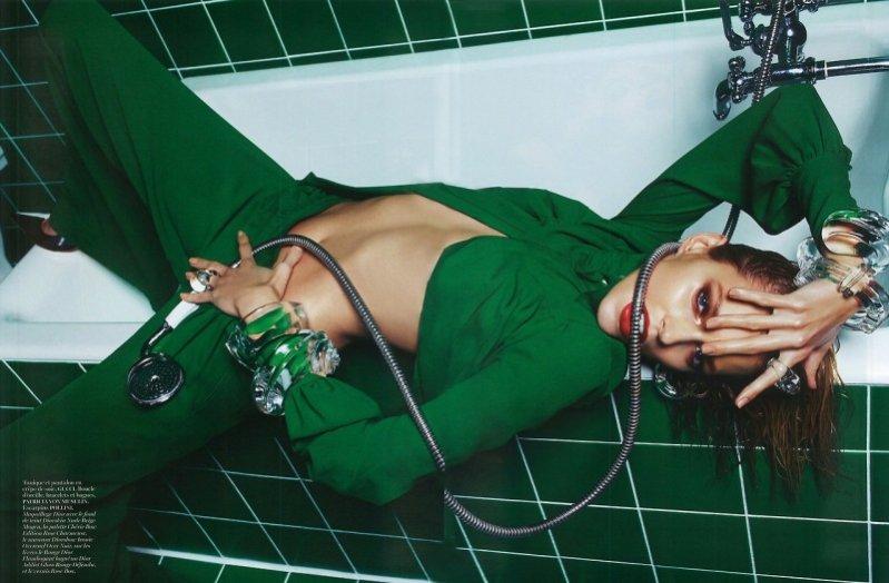 Anja Rubik w kontrowersyjnej sesji dla marcowego Vogue Paris