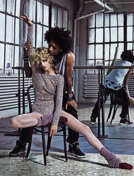 """1. Anja Rubik w edytorialu """"Backstage"""" dla majowego Vogue Paris"""