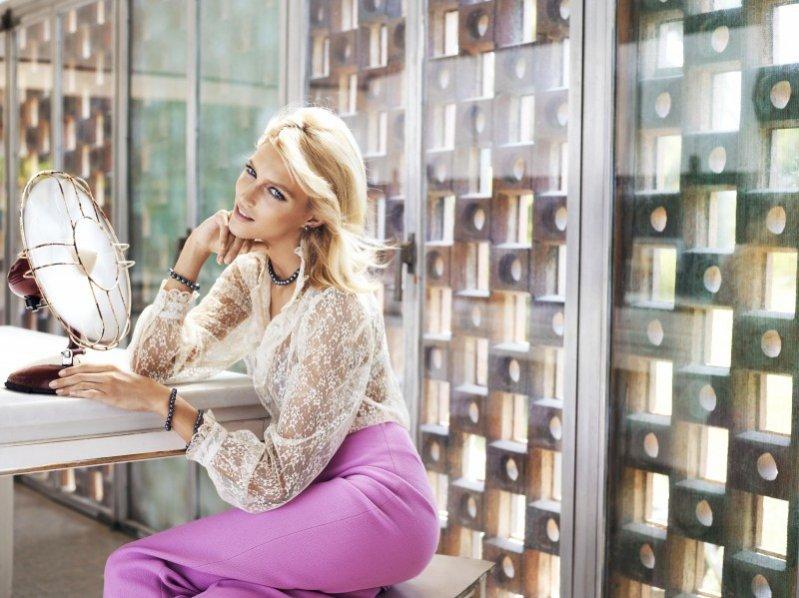 Anja Rubik w nowej kampanii Apart poświęconej perłom