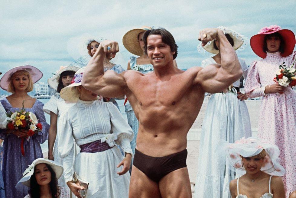Arnold Schwarzenegger na plaży w Cannes, 1977