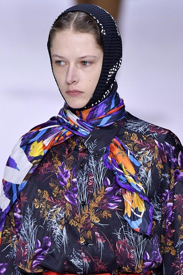 Babcine chusty na głowę - Balenciaga