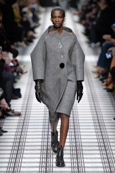 1. Balenciaga - kolekcja jesień zima 2015/2016