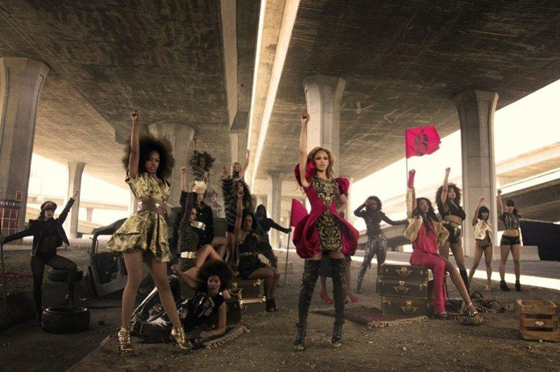 Stylizacje Beyoncé w teledysku Run The World